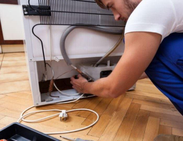 Заправка холодильнка фреоном.
