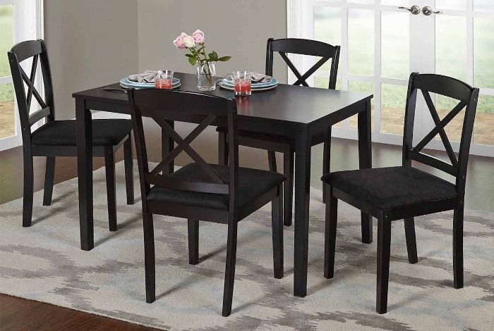 Кухонный стол черного цвета.