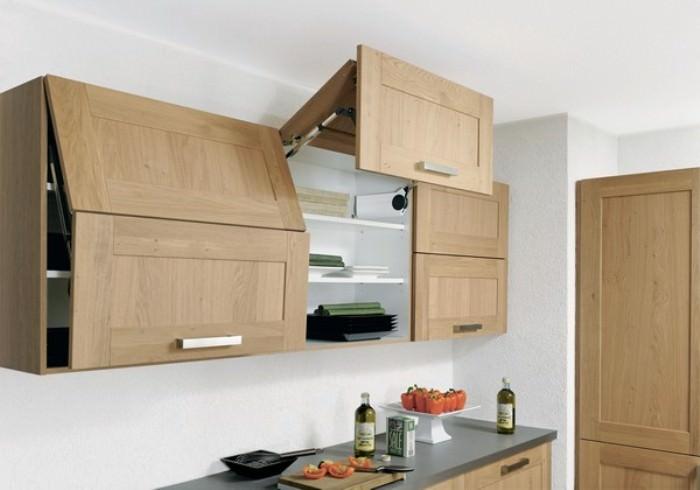 Навесные шкафы на кухне.