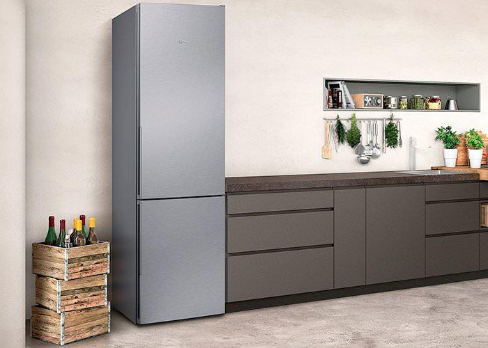 Отдельный холодильник.