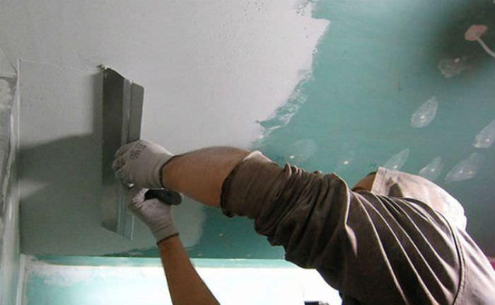 Подготовка потолка к окрашиванию.