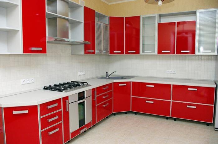 Верхние шкафы на кухне.
