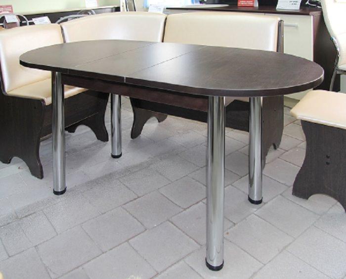 Овальный стол в интерьере.