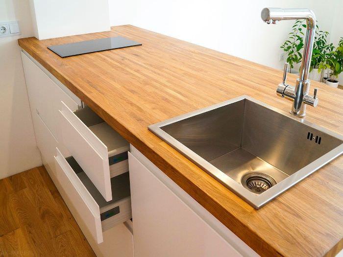 Кухонный гарнитур из дуба.