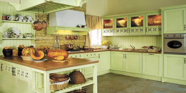 Кухня в стиле прованс со столешницей постформинг