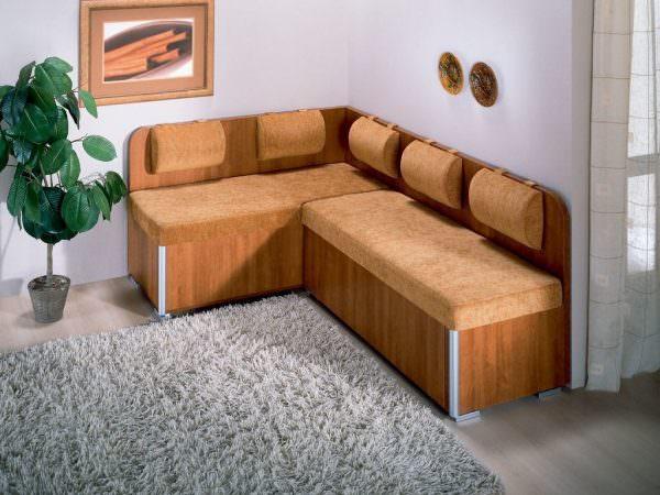 Угловой диван в кухонном интерьере