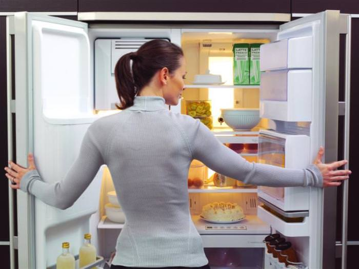 Запах из холодильника.