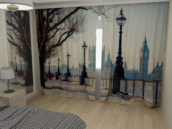 Модно использовать 3D шторы с изображением спокойных пейзажей и животных.