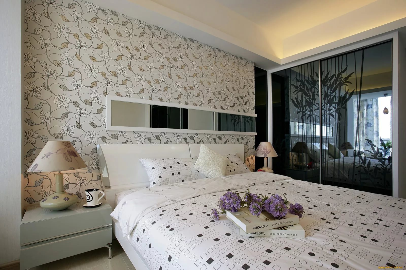 идеи оформления спальни обои фото монро