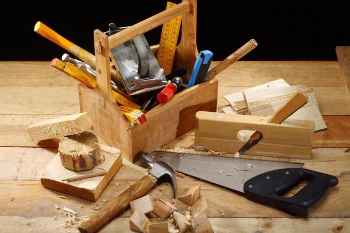 Инструменты для декора стола.
