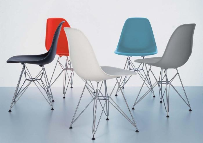 Дизайнерские стулья цветные.