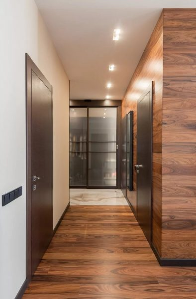 Ламинат - отличное решение для напольного покрытия в коридоре