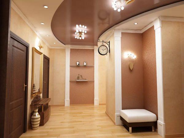 Многоуровневый натяжной потолок в коридоре