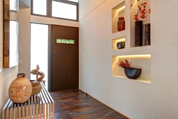 Дизайн коридора с нишей в стене