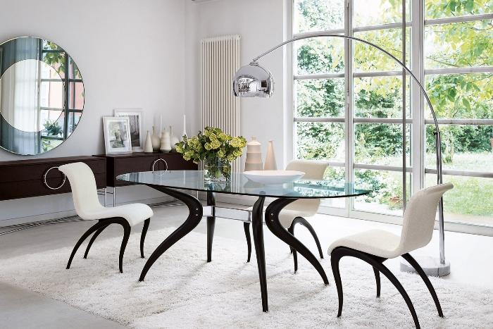 Дизайнерские стулья на кухне.
