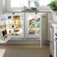 Холодильник под окном.