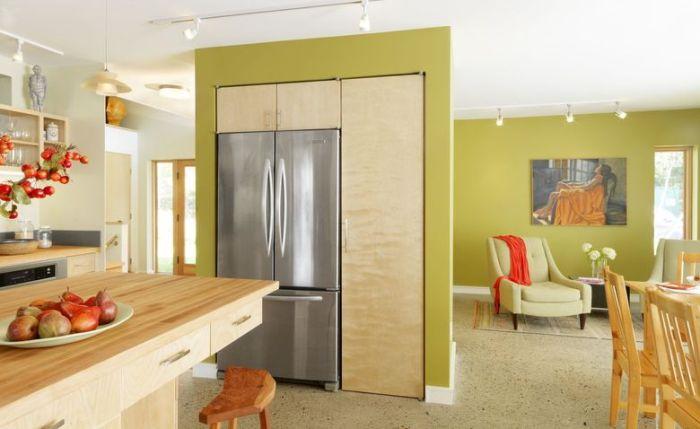 Установка холодильника к стене.