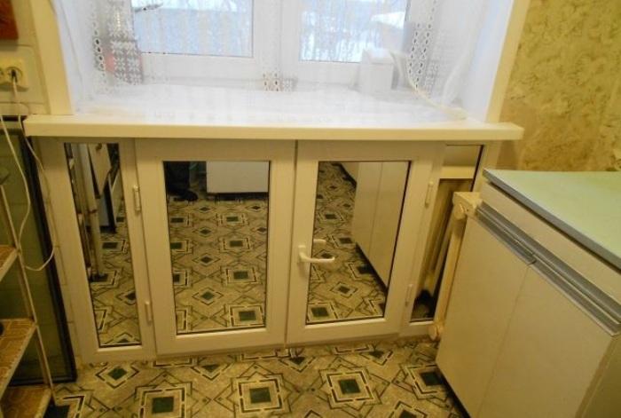 Ниша под окном на кухне.