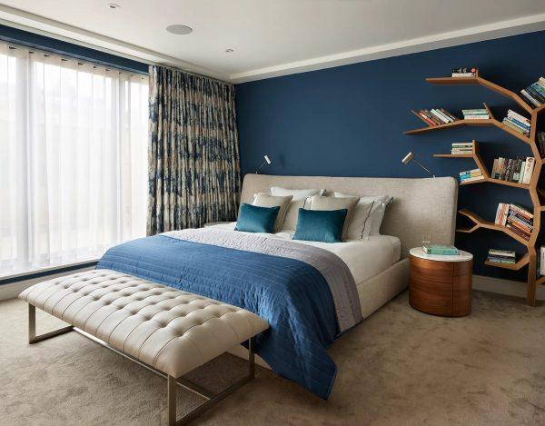 Стильная спальня в синих оттенках