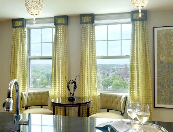 Подбирая шторы в гостину дайте волю фантазии