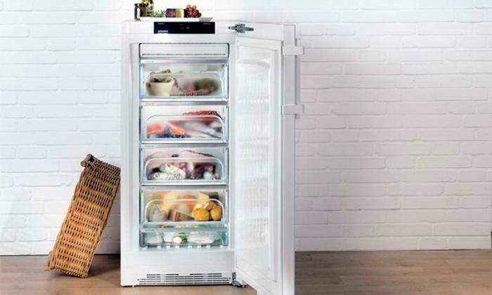 Морозильная камера на кухне.