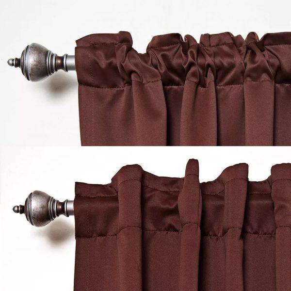 Благодаря использованию кулиски получается полностью скрыть отверстия, сквозь которые проходит карниз