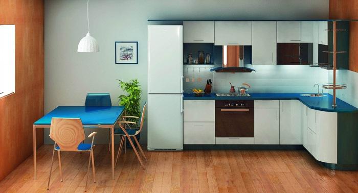 Установка холодильника в большой кухне.