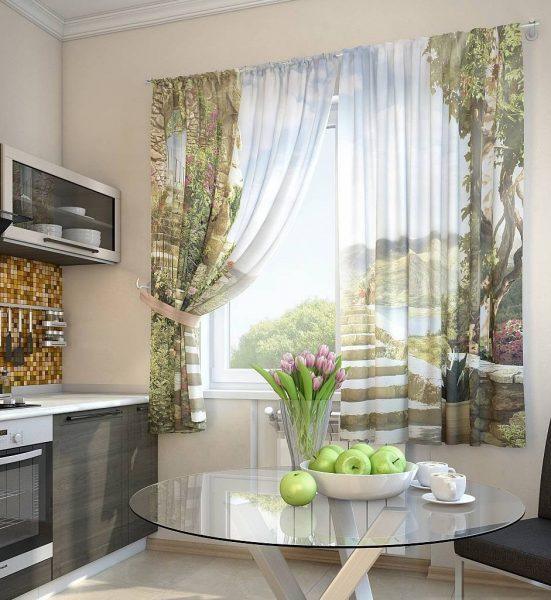 Освещение на кухне должно быть хорошим, поэтому отдавайте предпочтение вариантам до подоконника, которые хорошо пропускают солнечные лучи.