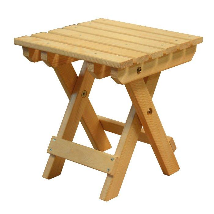 Складная деревянная табуретка.
