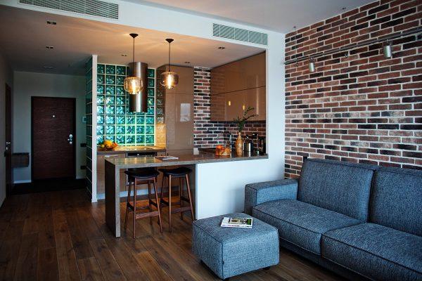 Это оптимальный вариант для квартиры-студии, где отсутствуют излишние перегородки.