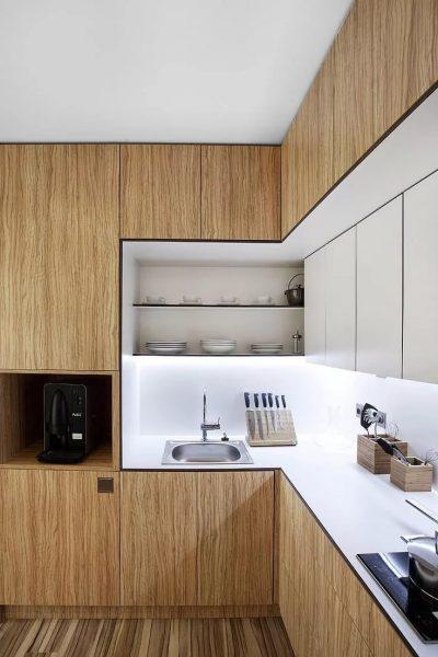 Современные кухни предлагают не просто уменьшать зоны, но и скрывать их в шкафах за ненадобностью.