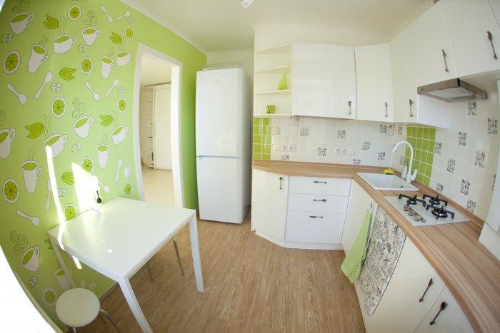 Бело-зеленая кухня.