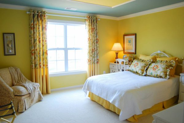 Желтый цвет — зарядит драйвом и энергией на весь день.