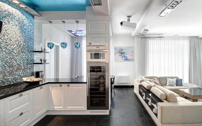 Интерьер кухни-гостиной в маленькой квартире.