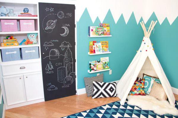 Маст хэв для комнаты ребенка любого возраста – магнитная доска для записок или галереи рисунков.