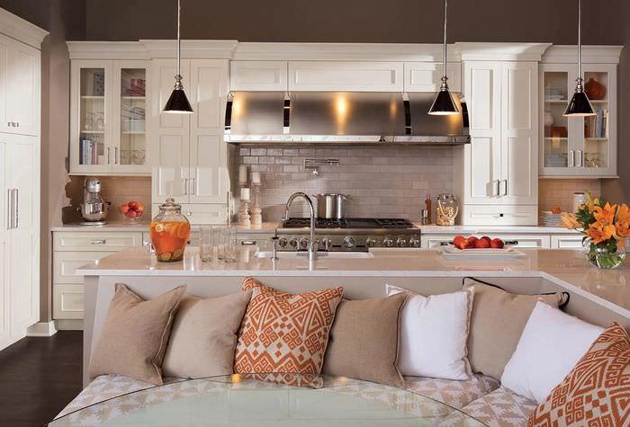 современность уютная кухня с диванчиком фото телевикторины