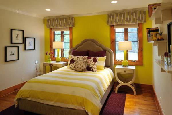 Если комнату нужно немного согреть, то как никогда кстати будет желтый цвет. Благодаря солнечным оттенкам пространство становится уютным, сухим и теплым.