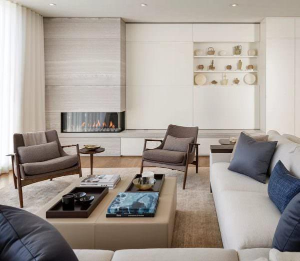 Расставьте мебель в произвольном порядке, при этом следите, чтобы расположение было максимально удобным.