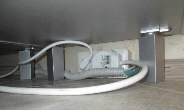 Во-первых, обязательно нужно отключить агрегат от газа или электросети.
