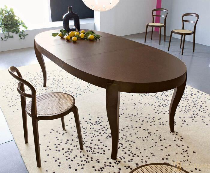 Обеденный стол форма фото