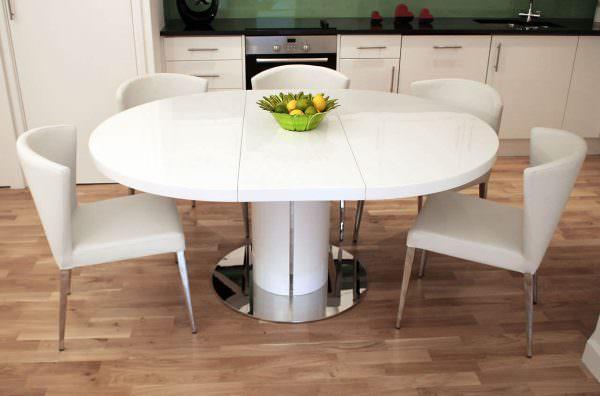 Кухонные столы раскладного типа различают друг от друга по размерам, качеству изготовления, окраске, подбираемой под интерьер, и еще по многим и многим другим показателям.