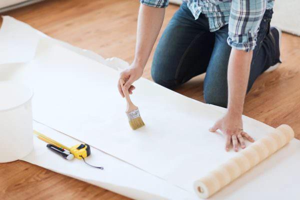 Клей разводим перед самым началом работы. В инструкции будет указано, как правильно его приготовить.