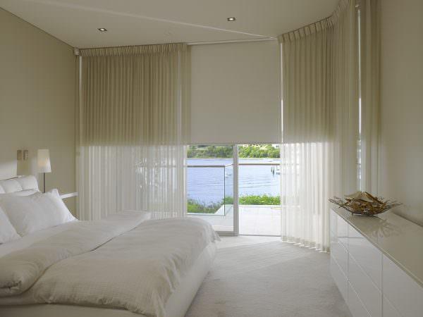Римские шторы и тюль в спальню