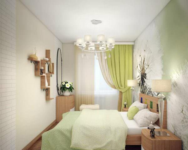 Ярким акцентом в спальне могут стать шторы