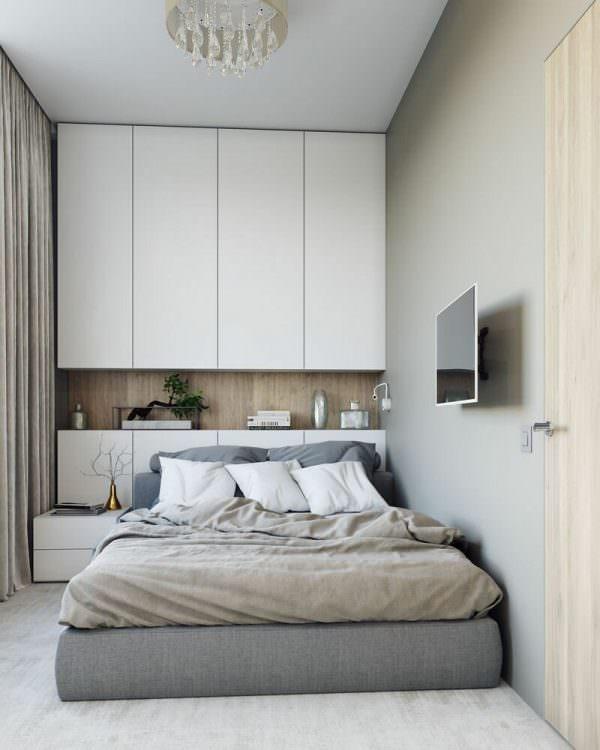 В узкой спальне нужно предусмотреть закрытую систему хранения