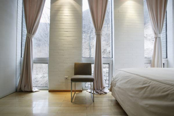 Шторы на узкое окно в спальне