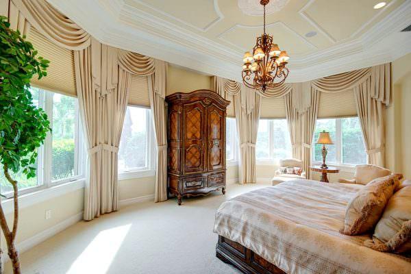 Стиль остается одним из самых популярных в дизайне любых комнат. Предпочтение стоит отдавать теплым оттенкам.