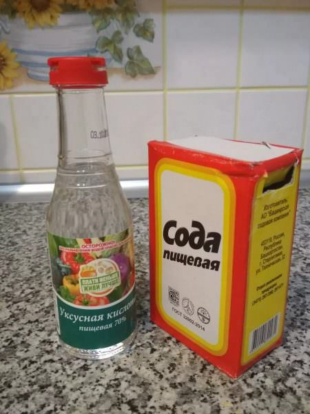 Вместе эти два компонента действуют активнее. Такую смесь нужно нанести на поверхность духовки примерно на час.