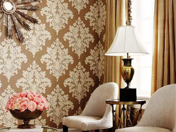 Текстильные обои имеют более высокую цену, но она оправдывается красивым дизайном и экологичностью.