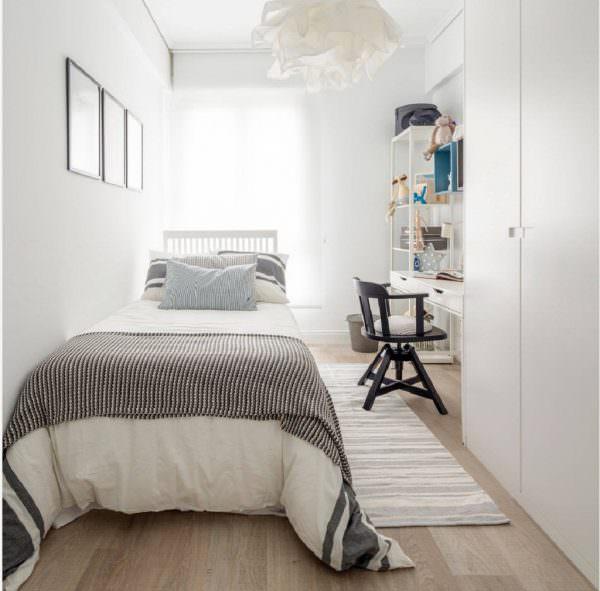 В спальне можно отделить рабочую зону